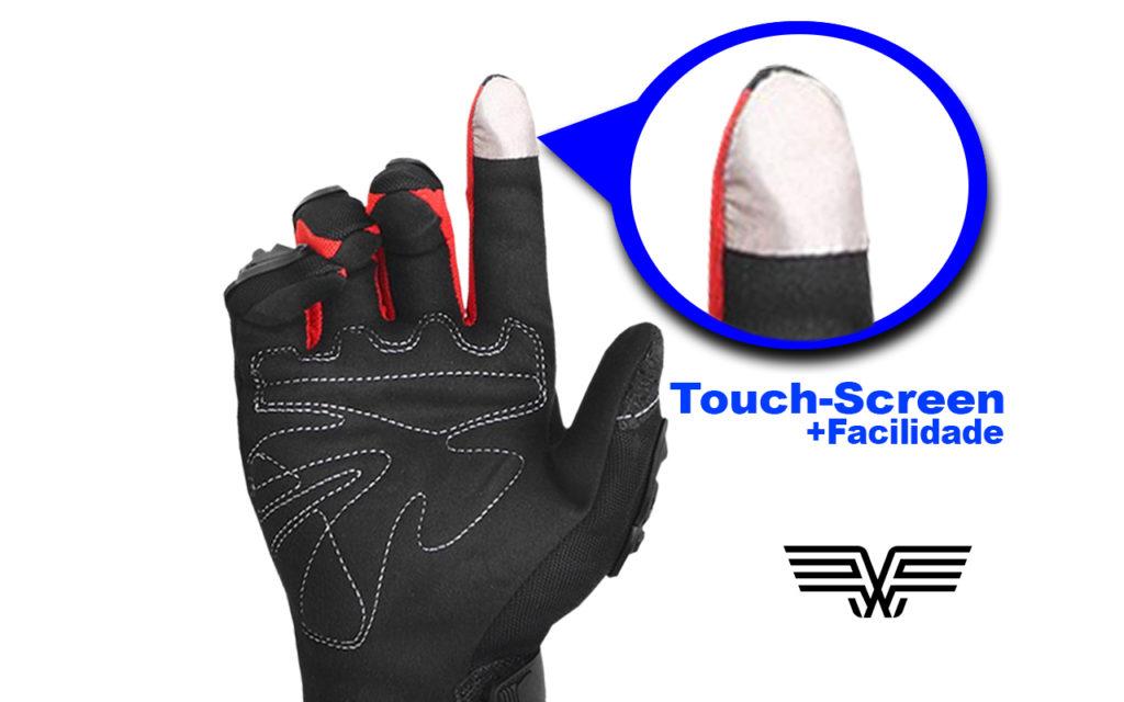 Luvas com tecido mais sensível na ponta dos dedos facilita o uso de smartphones.